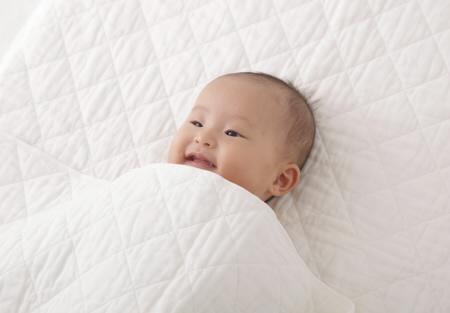 脱脂綿とガーゼのケットとシーツ(敷きパッド)片ラップシーツ 実際に使う赤ちゃん
